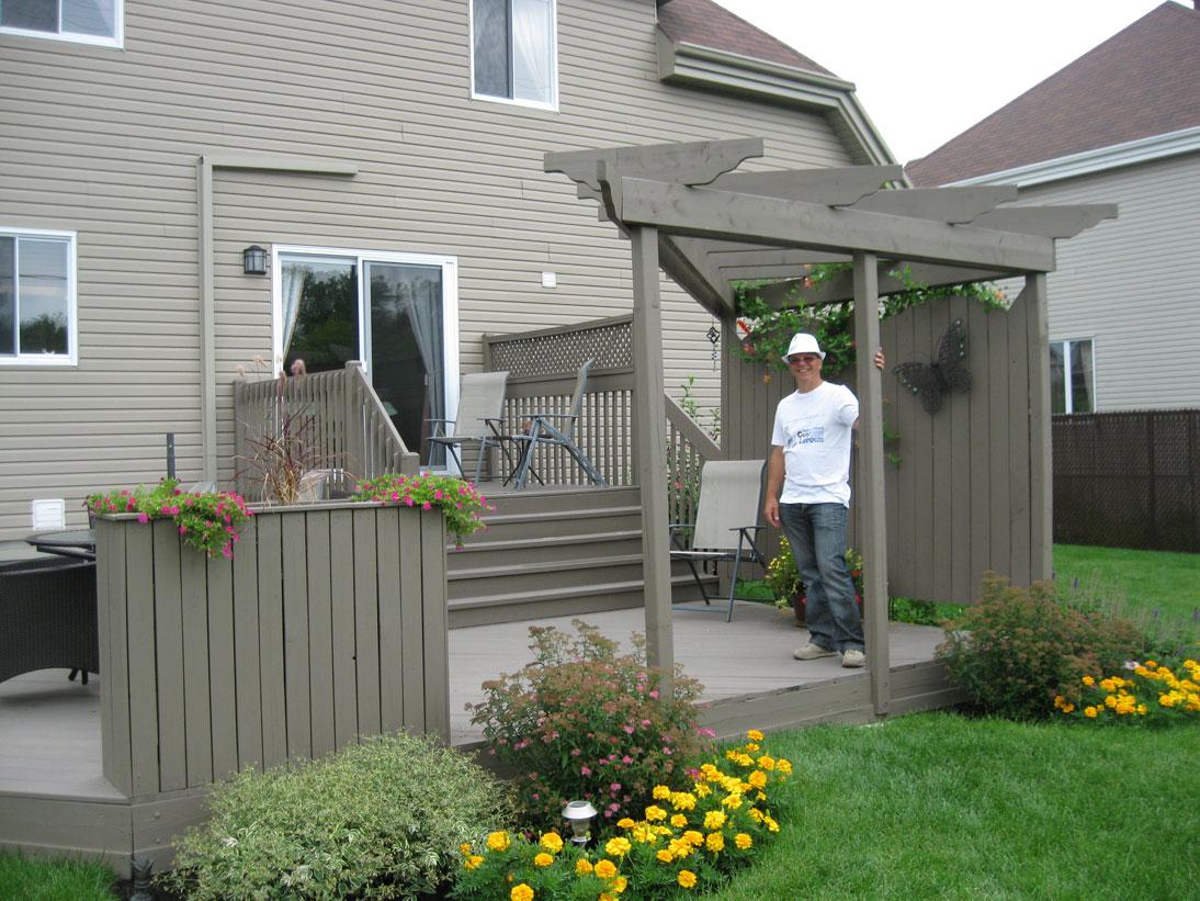 Boite a fleur en bois pour patio 20170701152043 for Modele de galerie et patio